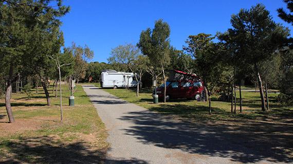 emplacement pour camping car caravane au camping de la tour fondue. Black Bedroom Furniture Sets. Home Design Ideas